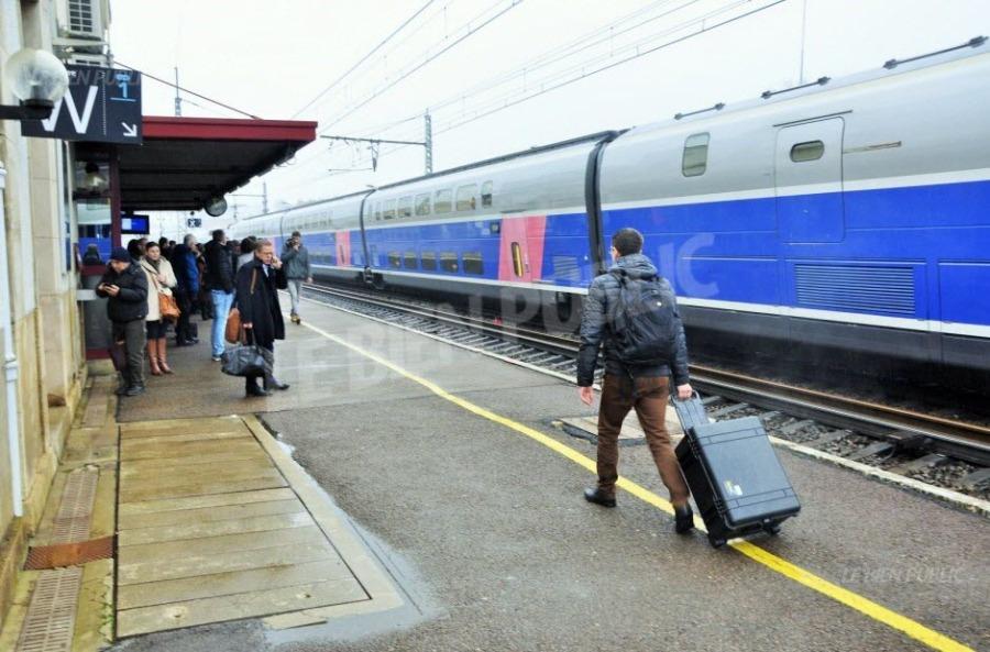 SNCF on-ne-saura-que-dimanche-le-nombre-et-le-detail-des-trains-qui-circuleront-lundi-soir-et-mardi-photo-nicolas-boffo-1522401546