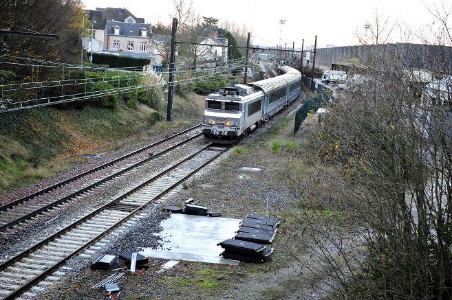 sncf-train-gare-rails-voie-vide_3522320