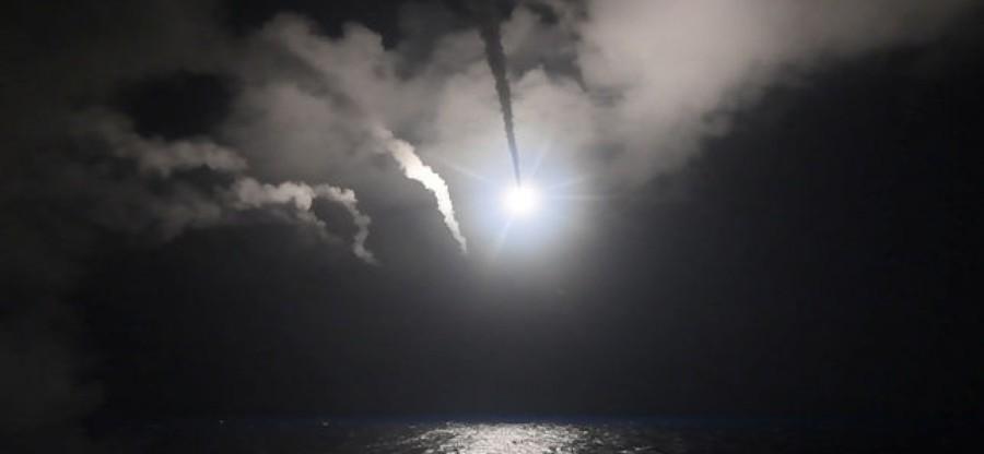syrie 5107471_3_e822_tir-syrie de-missile-vers-la-syrie-depuis-un-detroyer_36953965e75e91cc7377fe8db67bd348-1728x800_c