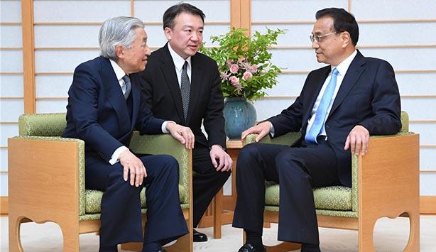 chine-monde Audience de Li Keqiang avec l_Empereur Akihito, le 10 mai. A cette occasion, les deux ont évoqué la visite en Chine du jeune empereur en 1992. _052018_07