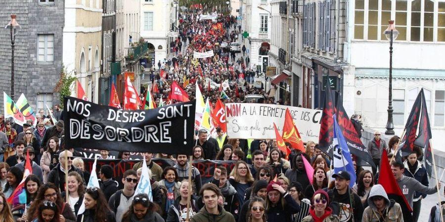 FRANCE a-pau-comme-dans-la-plupart-des-grandes-villes-de-la-region-des-centaines-de-personnes-ont-defile 01.05.2018