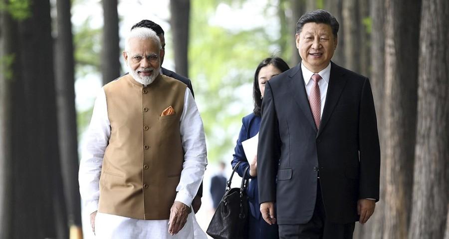 INDE CHINE Le président chinois Xi Jinping et le Premier ministre indien Narendra Modi lors de la visite de ce dernier en Chine, le 28 avril. - Yan Yan XINHUA-REA 2173339_-030163316684
