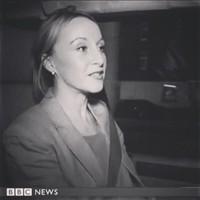 journaliste La représentante de BBC Anna Holligan 0