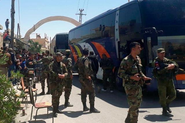 syrie Environ 3200 combattants de l'Armée syrienne libre (ASL) et leurs familles sont concernés par l'accord permettant cette évacuation. topelement