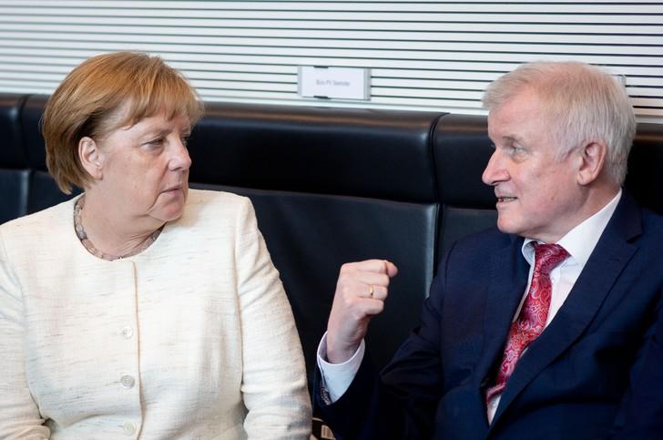 ALLEMAGNE chanceliere-allemande-Angela-Merkelle-ministre-Interieur-Horst-Seehofer-Berlin-12-2018_0_728_483