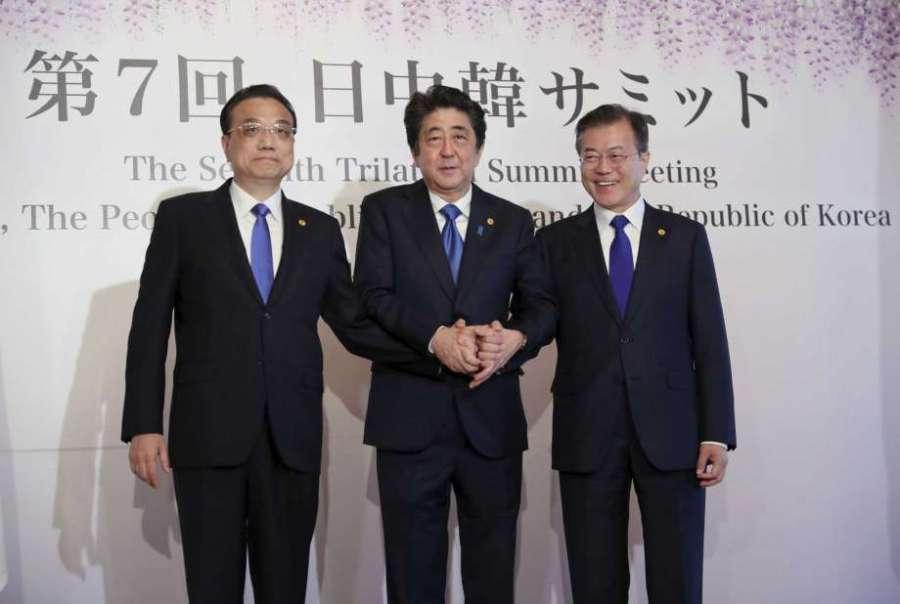 CHINE La Chine, le Japon et la Corée du sud veulent la dénucléarisation Moon-Jae-in-Li-Keqiang-et-Shinzo-Abe