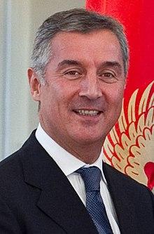 Le président Milo Djokanovic, 220px-Milo_Đukanović_in_2010_(cropped)