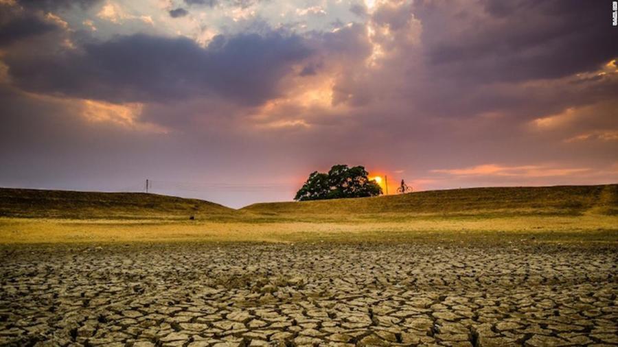 climat Terre totalement aride et craqueléecop22-terre-craquelee