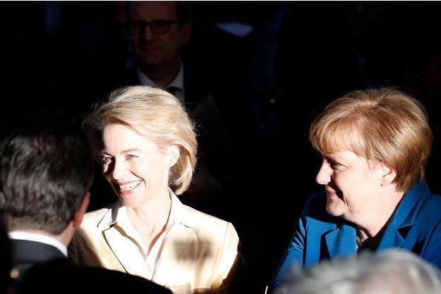 allemagne Angela Merkel et sa ministre de la Défense, Ursula von der Leyen. Merkel-adoube-la-future-Mutti