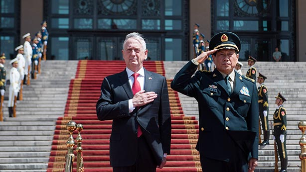 CHINE Le 28 juin,James Mattis secrétaire d_État à la défende de Trump était à Pékin avec le ministre de la défense chinois Wei Fenghe (à droite sur la photo).editorial_092018_