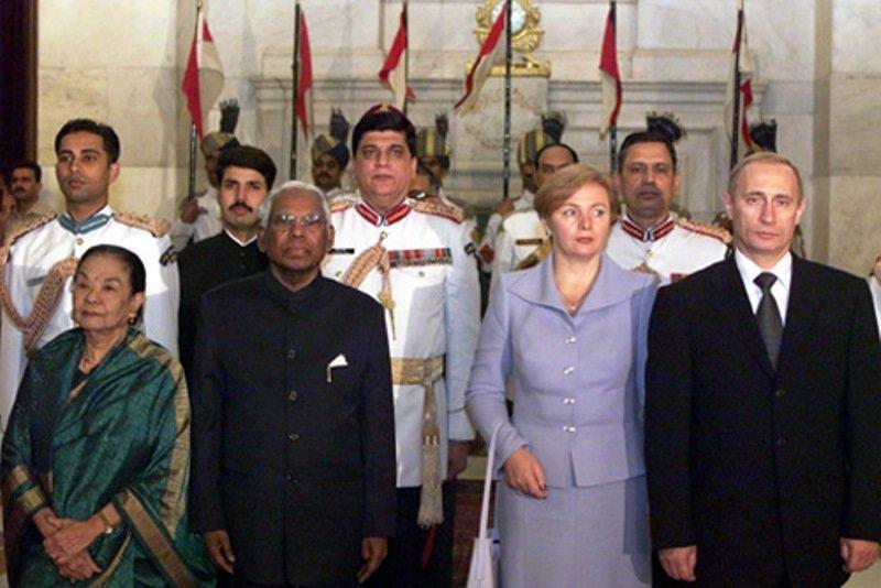 INDE RUSSIE AN 2000 K. R. Narayanan lors d'une visite du président russe Vladimir Poutine en Inde, en octobre 2000.1027751055