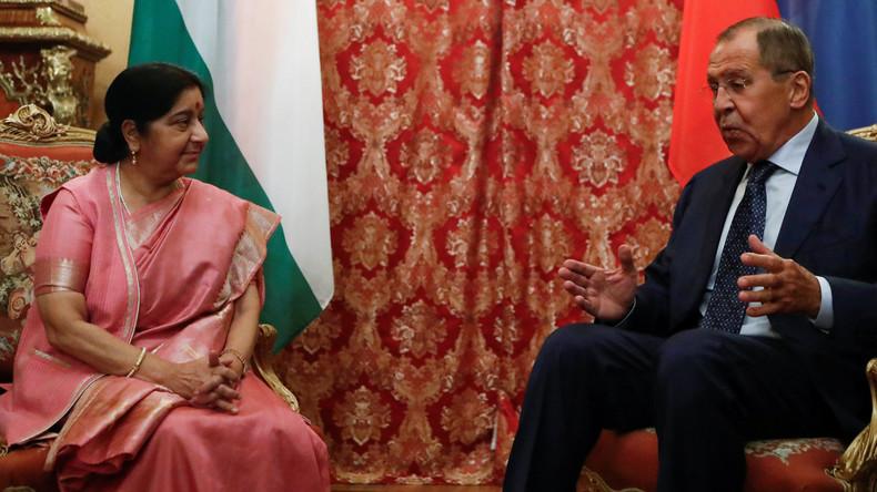 INDE RUSSIE Rencontre entre Sushma Swaraj ministre des Affaires étrangères d_Inde et son homologue russe Sergueï Lavrov à Moscou le 13 septembre 2018. 5ba4bc20488c7bc8318b4568