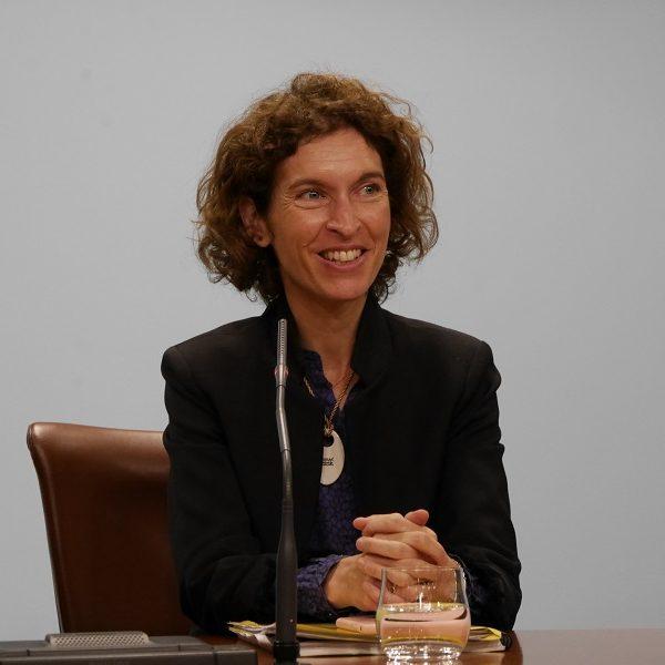 ANDORRE la Ministre andorrane des Affaires étrangères Maria Ubach Maria-Ubach-à-la-première-réunion-des-femmes-ministres-des-Affaires-étrangères-à-Montréal-600x600
