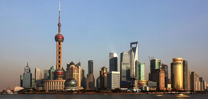 CHINE Pudong. Affacciata sul Bund e separata dal fiume Huangpu, l_area di Pudong rappresenta la parte più moderna della cittàShanghai-Pudong.-jpg-702x336