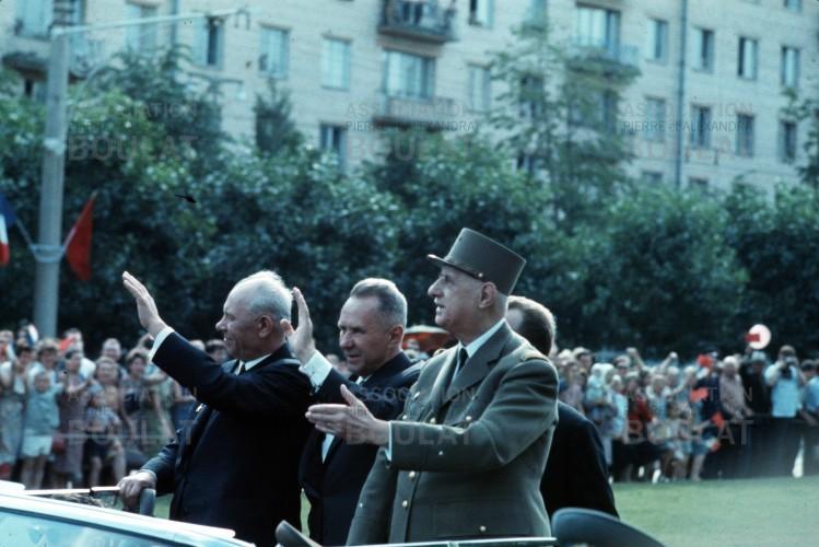 De-Gaulle-in-Soviet-Union.003-749x500