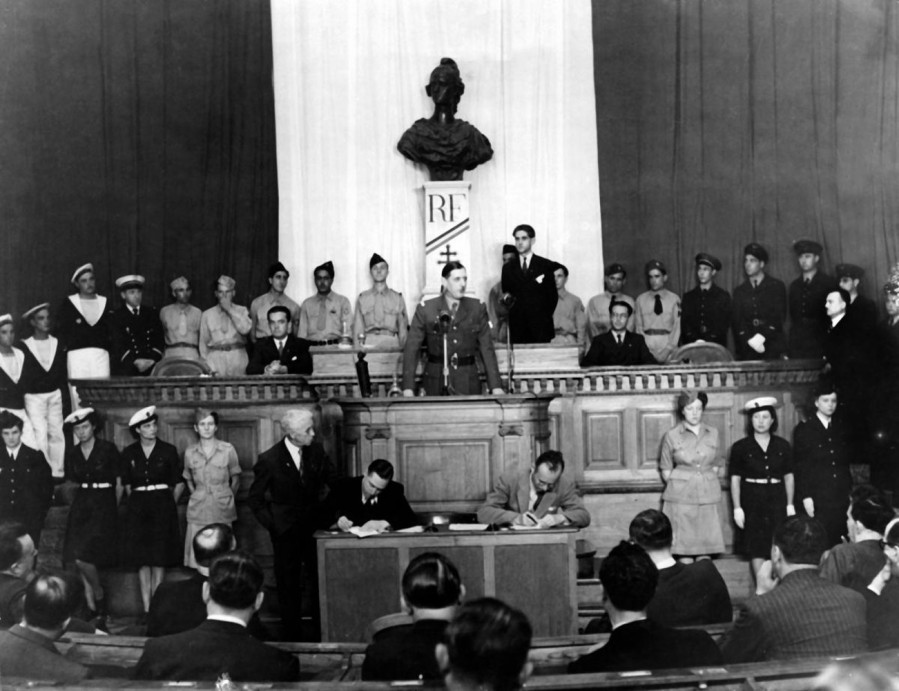 FRANCE de Gaulle dit à l_Assemblée Consultative le 21 décembre 1944,6605
