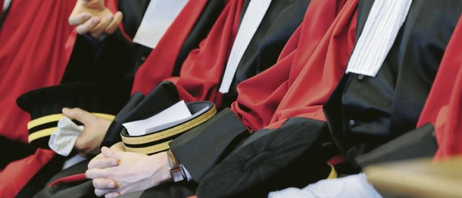 Juges et politiques, rivaux ou partenaires en démocratie 47574.HR