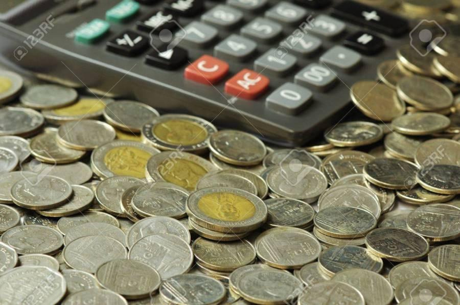 MONNAIE 11159338-battre-monnaie-thaïlandaise-avec-la-calculatrice