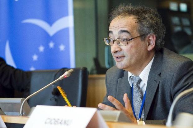 UE ROUMAIN Europarlamentarul PNL Traian Ungureanu declaratie-socanta-a-lui-traian-ungureanu-europarlamentar-pnl-psd-trebuie-desfiintat-fie-si-ilegal-448023