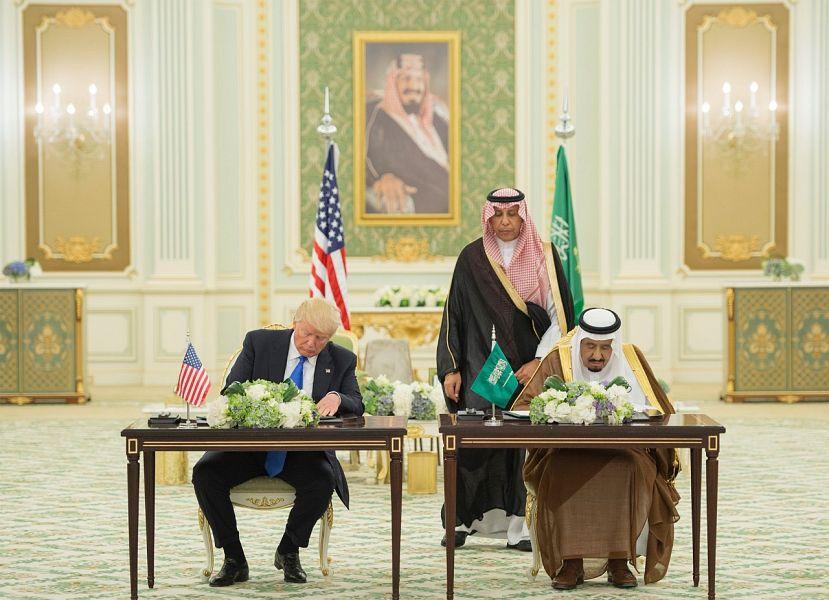 USA ARABIE SAOUDITE Le roi Salman ben Abdulaziz Al Saoud et Donald Trump signent des accords pour une vision donald-trump-saudi