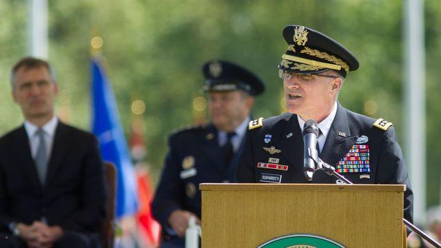 USA le-general-americain-mike-scaparrotti-a-mons-en-belgique-le-4-mai-2016_5592711