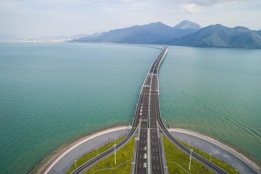 CHINE pont de 55 kilomètres reliant la Chine[8] continentale et populaire à Hong Kong. 10962476