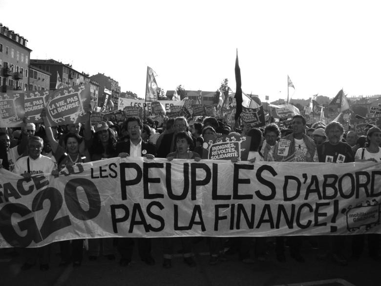 DETTE Dans la foulée de la crise financière et économique mondiale, a débuté ce qui allait devenir, à l'échelle internationale, la crise de la dette publique, ...P1010079