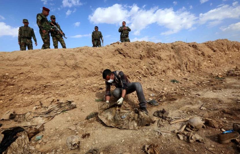 irak 830x532_charnier-combattants-yazidis-exhume-autorites-2015