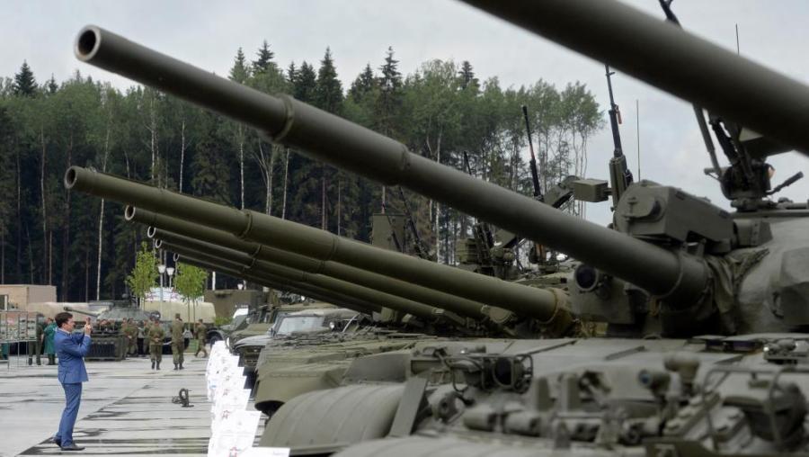 OTAN RUSSIE Des chars russes, lors d'une présentation de matériel militaire près de Moscou.000_DV2063713_0