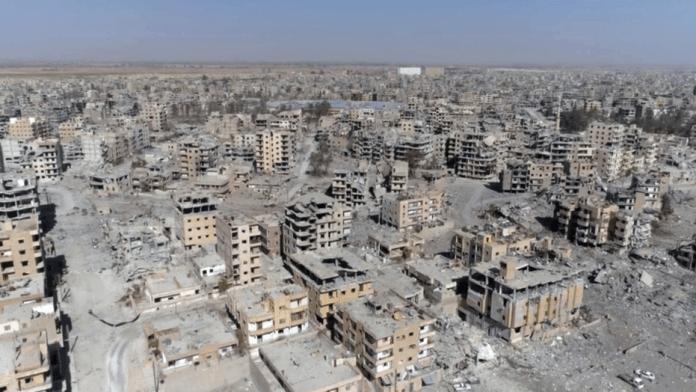 SYRIE La ville de Raqqa complètement dévasté par la guerre. 1508479966854