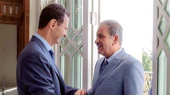 SYRIE Le président syrien Bachar al-Assad reçoit chez lui, à Damas, Sabah al-Mohammad al-Sabah, le rédacteur en chef du quotidien koweïtien Al-Shahed, le 4 octobre 2018. ©Tasnim Ne