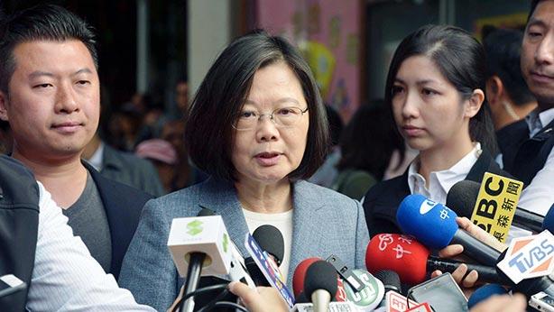 taiwan_112018_06Le 24 novembre, ayant pris connaissance des résultats électoraux de mi-mandat, reconnaissait son échec, Tsai a démissionné de la présidence du DPP
