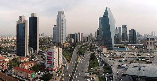 TURQUIE Une vue de l'avenue Büyükdere qui relie les quartiers financiers de Levent et Maslak à Istanbul LeventPano3