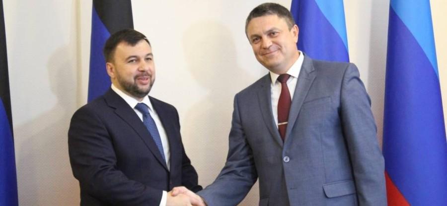 UKRAINE à Lougansk une réunion entre Denis Pouchiline, chef de la République Populaire de Donetsk (RPD) par intérim, et Léonid Passetchnik, chef de la République Populaire de Loug