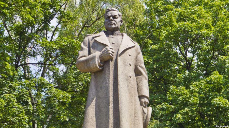 UKRAINE la statue du général Nikolaï 6597AC40-A62E-4C51-85D0-6FCF3F62B10A_cx0_cy3_cw0_w1023_r1_s