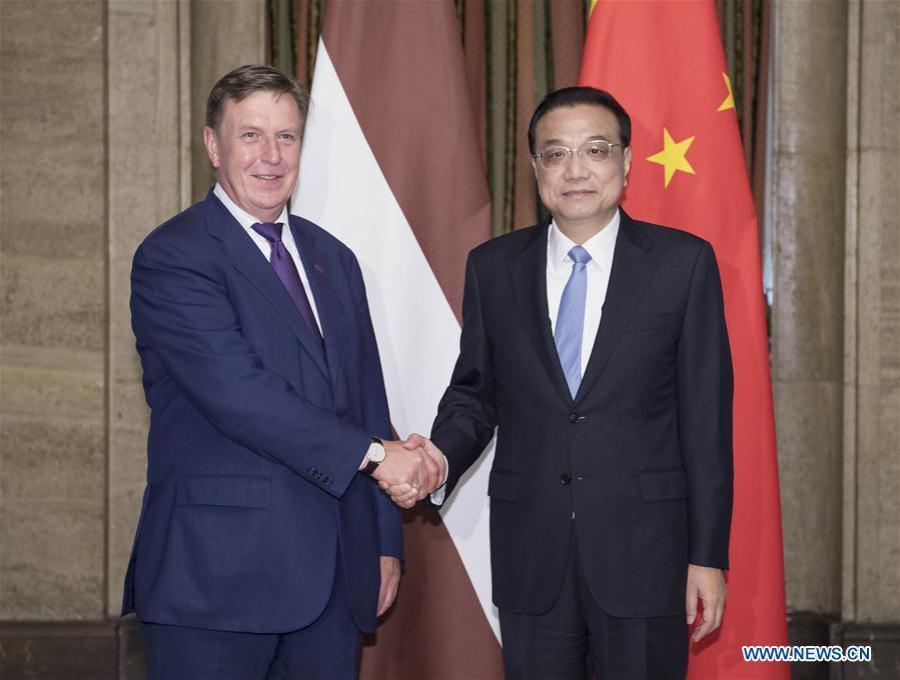 LETTONIE CHINE (Xinhua- Li Tao). SOFIA, 7 juillet (Xinhua) -- Le Premier ministre chinois Li Keqiang a rencontré son homologue letton Maris Kucinskis137309036_15310407014571n