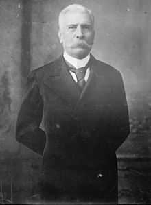mexique Porfirio Diaz à la présidence en 1876 220px-Porfirio_Diaz_civilian