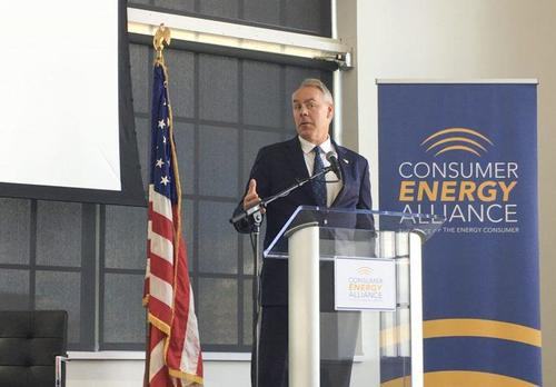 USA Interior Secretary Ryan Zinke speaking at an industry event on Friday. Image source State Impact Pennsylvania Zinke 2