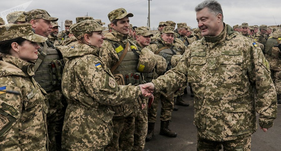 UKRAINE L'armée ukrainienne, une des «plus efficaces» en Europe, selon Porochenko 1032210601