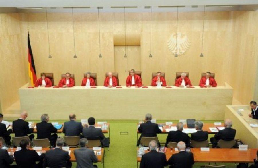 allemagne juges 324415-les-juges-de-la-cour-constitutionnelle-allemande-le-7-septembre-2011-a-karlsruhe