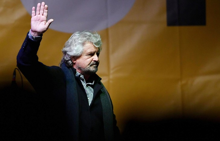 italie beppe-grillo-leader-mouvement-5-etoilesdun-meeting-turin-2-decembre-2016_0_730_467
