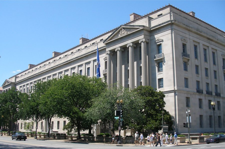u.s._department_of_justice_headquarters,_august_12,_2006