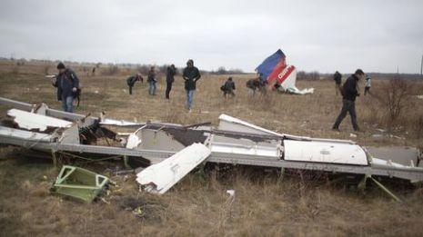 ukraine avion des-debris-du-vol-de-la-malaysia-airlines-mh17-abattu-au-dessus-de-l-est-de-l-ukraine-pres-du-village-de-grabove-le-11-novembre-2014_5150801