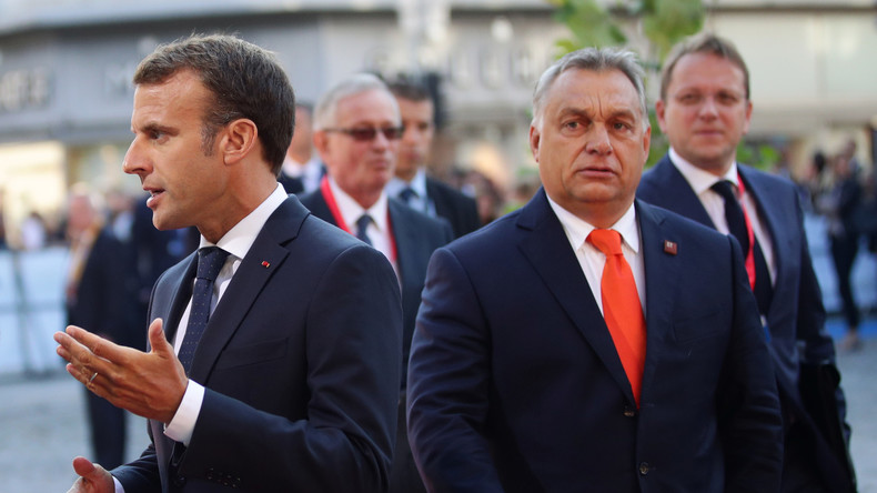viktor orban arrive à la réunion informelle des dirigeants de l'union européenne à salzbourg, en autriche, alors que le président français emmanuel ma