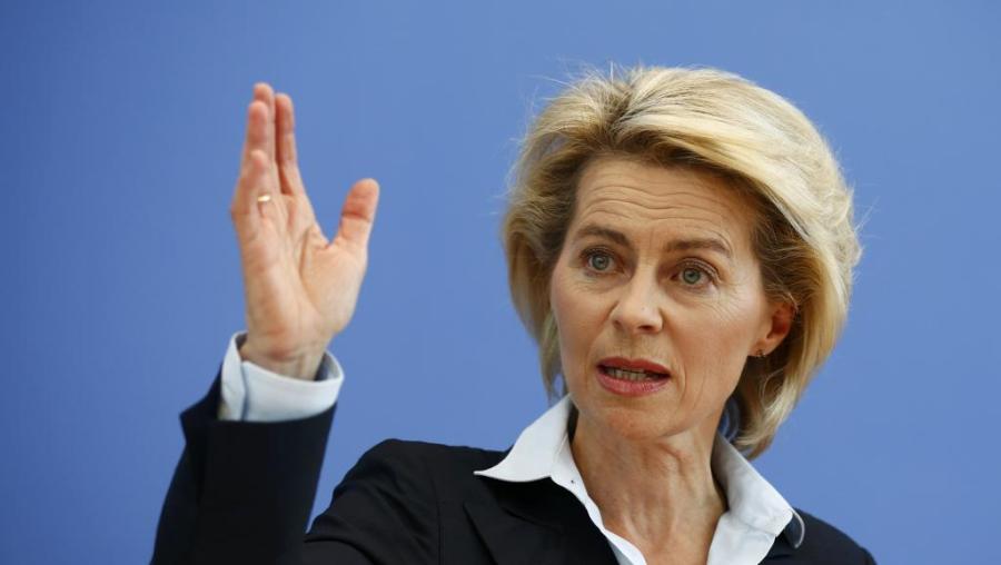 ALLEMAGNE La ministre allemande Ursula von der Leyen 2014-06-04T104621Z_622735646_LR2EA640TWYCM_RTRMADP_3_REGIONALHUBEMEA_0