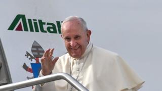 Pape François _105462443_mediaitem105462442