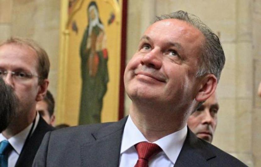 SLOVAQUE Andrej Kiska830x532_president-slovaque-andrej-kiska-visite-cathedrale-saint-guy-prague-9-juillet-2014