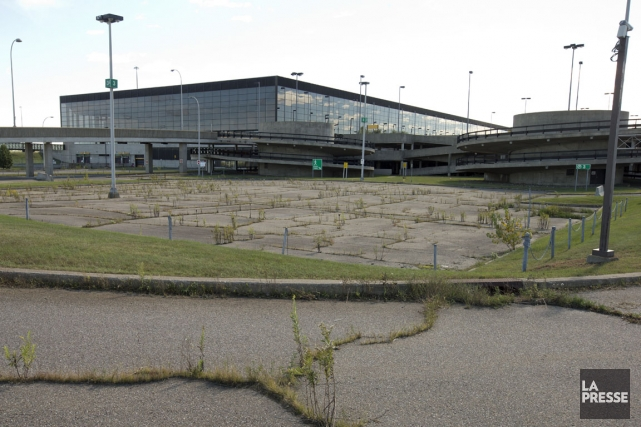 AEROPORT 848565-desertee-depuis-decennie-aerogare-mirabel