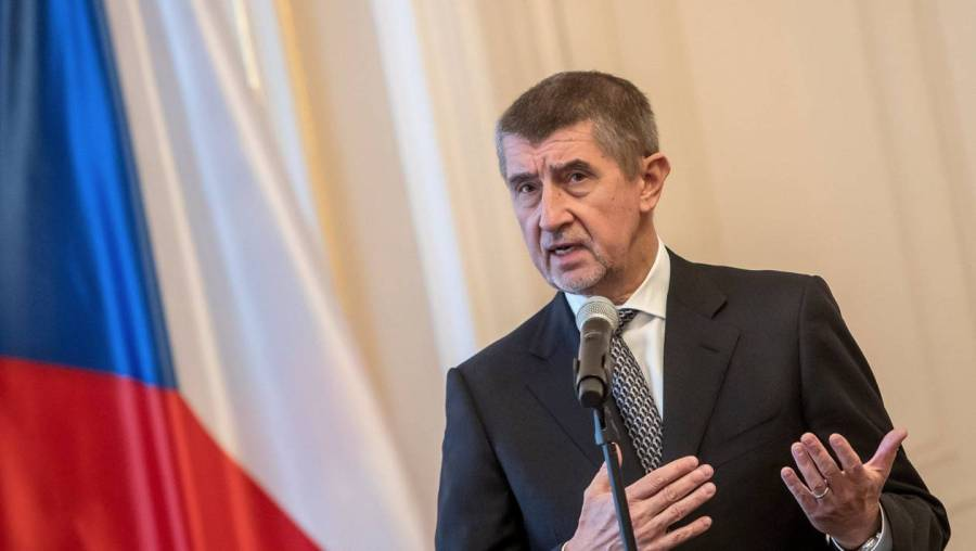 Czech Prime Mnister hands his cabinet's resignation to President Zeman