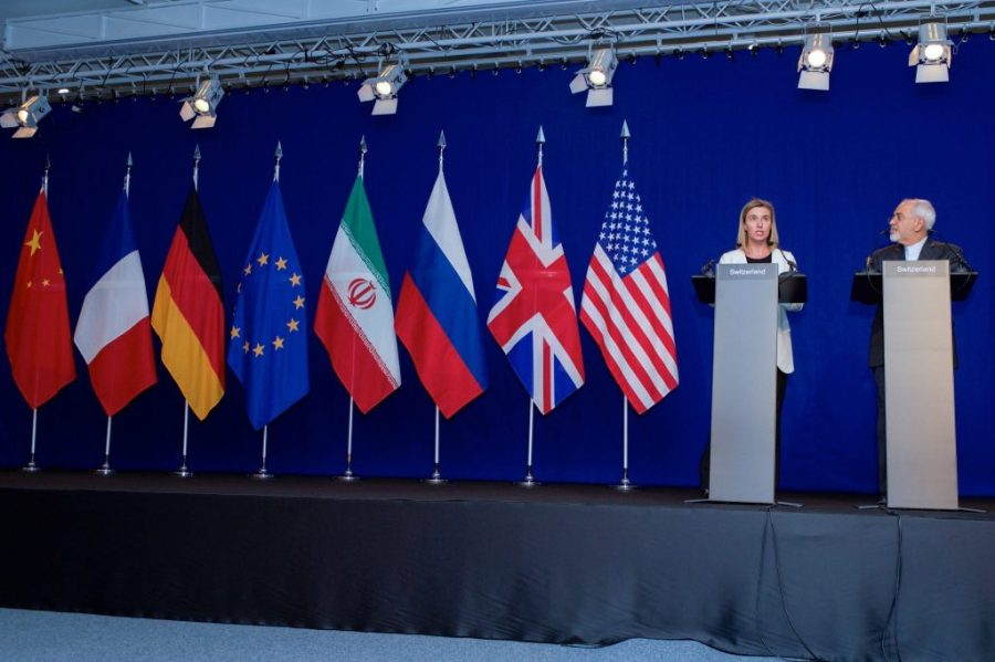 Negotiations_about_Iranian_Nuclear_Program_-_EU_High_Representative_Mogherini_and_Iranian_Foreign_Minister_Zarif_Address_Reporters_in_Lausanne-1024x682